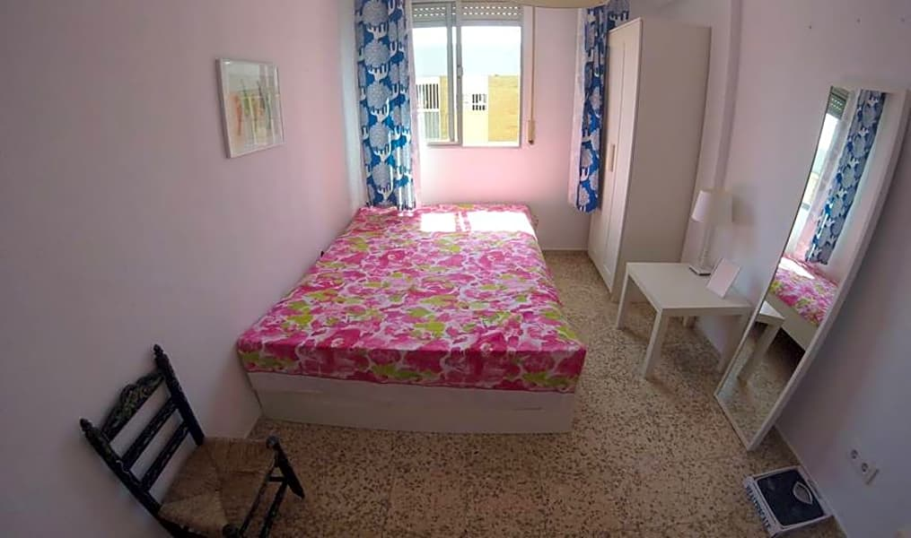 Room 2(101) - Calle Sor Milagros 4