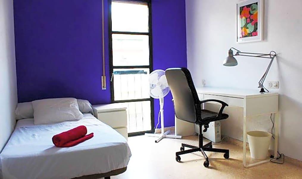 Room 3(90) - Plaza del Zurraque 8