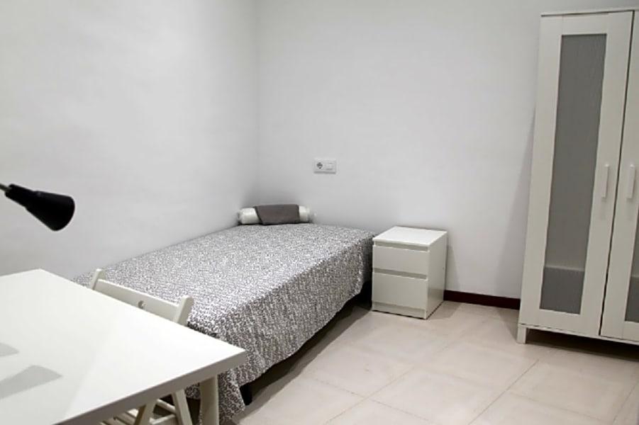 Flat 5 Room 5 Jonqueres 6 BR Apt