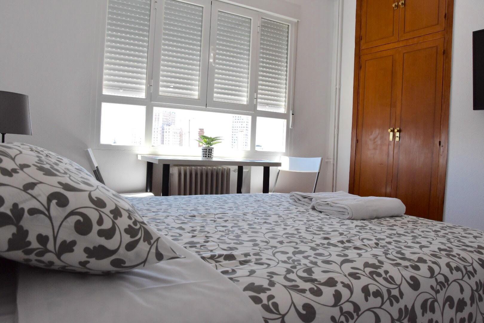 Room 2 - Habitacion 1C Duque