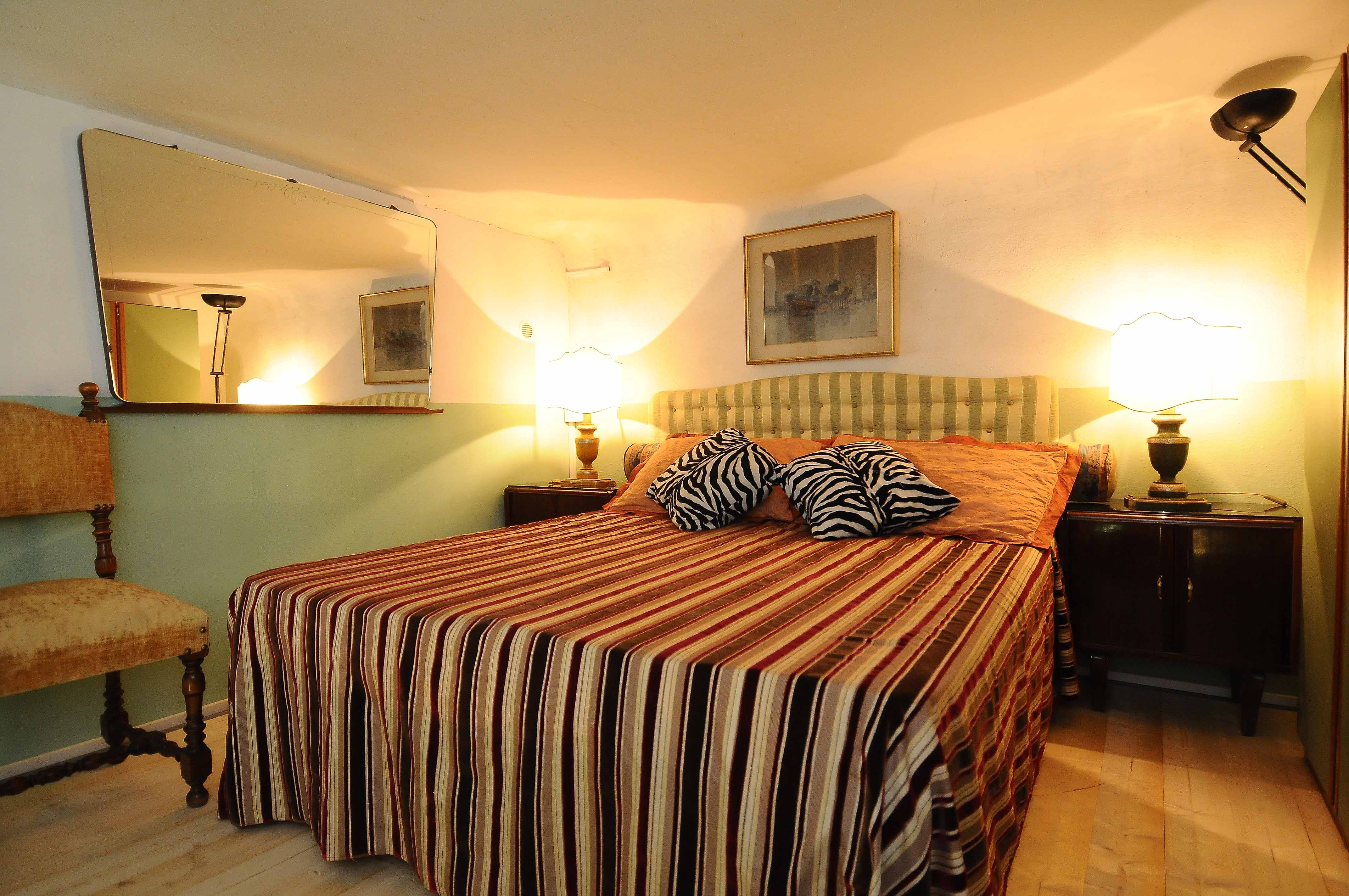 Bedroom with private sitting room in Lungarno Garden apart