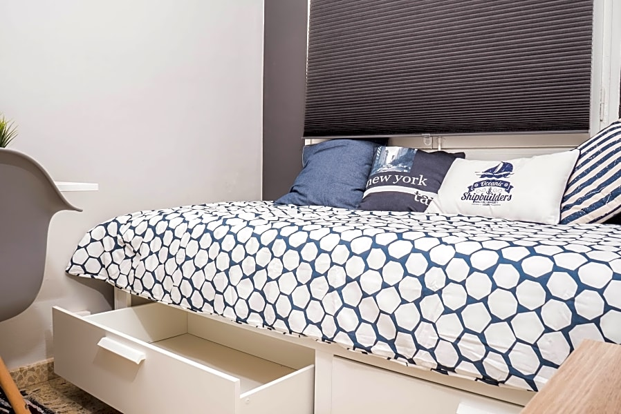 Single Room in Stylish Flat  (RH4-R2)