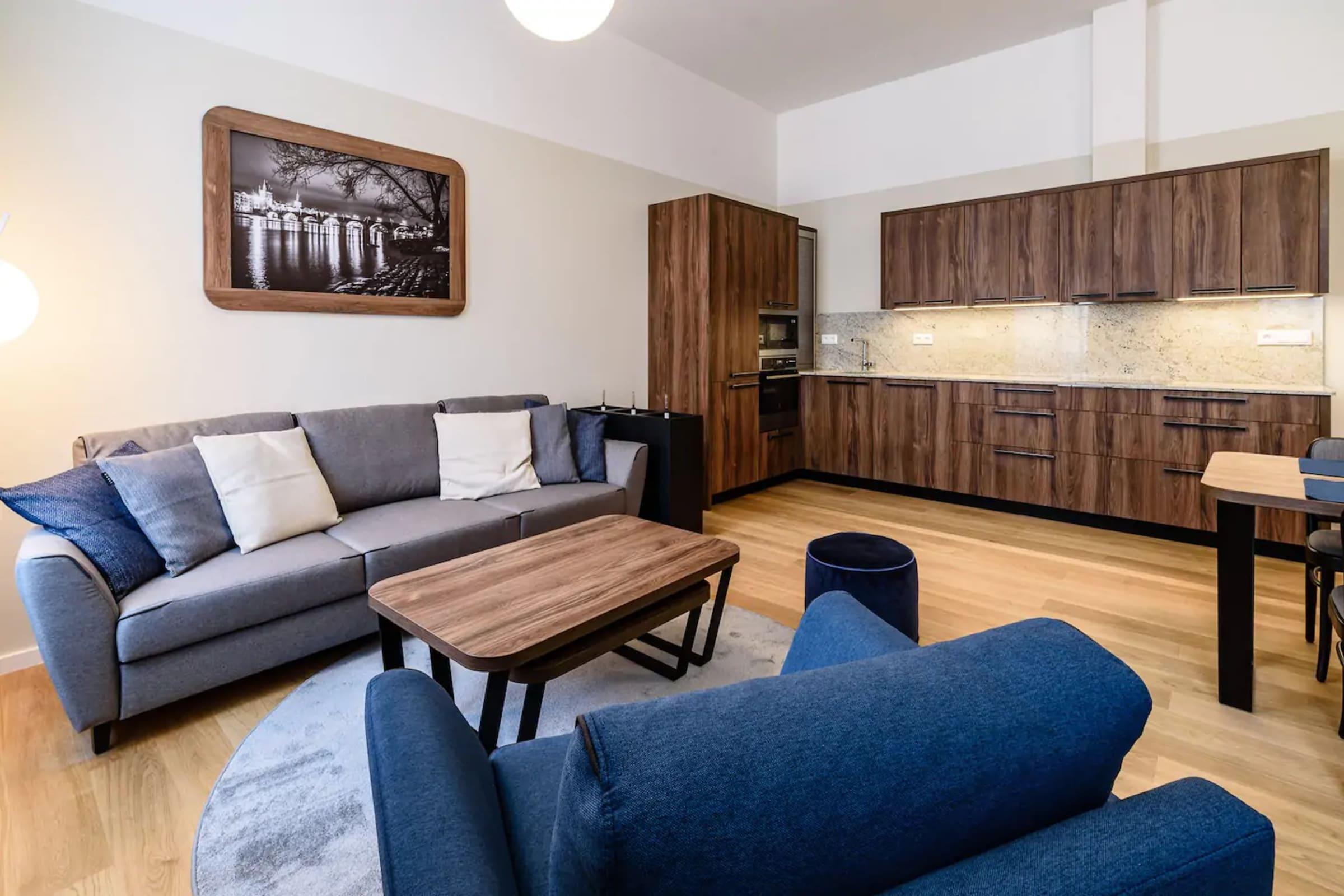 Apartment - Serikova Magenta